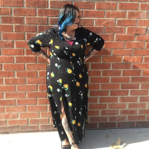 c59fac01b37e Black Floral Crochet Challis Maxi Dress. M_5a76855b9a94551c7603a2b3